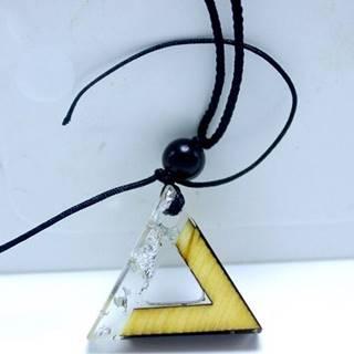 Náhrdelník Triangle Resin-Strieborná