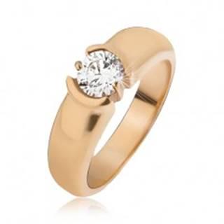 Oceľový prsteň zlatej farby, rozširujúce sa ramená, číry zirkón - Veľkosť: 49 mm
