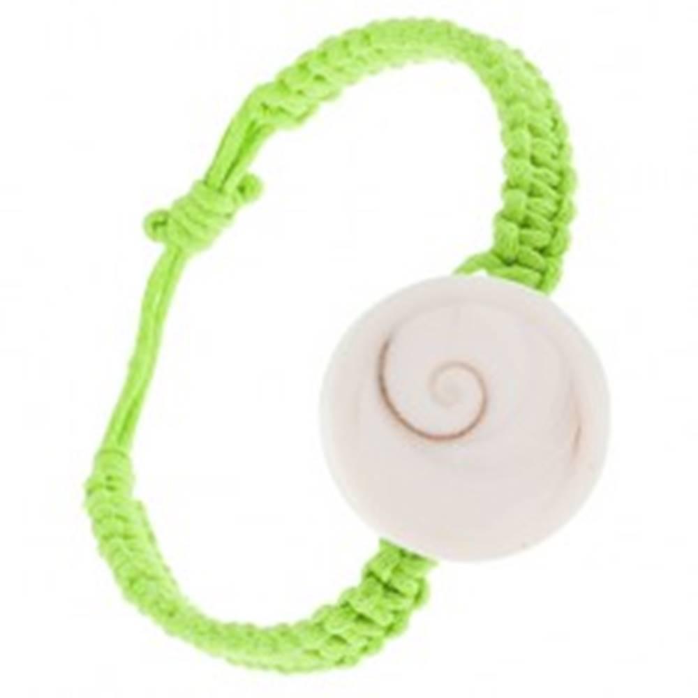 Šperky eshop Pletený náramok zo zelených šnúrok, biela okrúhla mušlička
