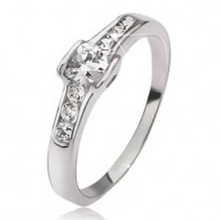Strieborný prsteň 925 - okrúhly zirkón, malé okrúhle kamienky, obrysy sŕdc - Veľkosť: 49 mm