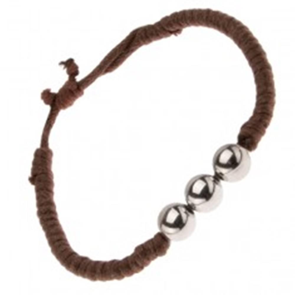 Šperky eshop Čokoládovohnedý šnúrkový náramok s tromi guličkami striebornej farby