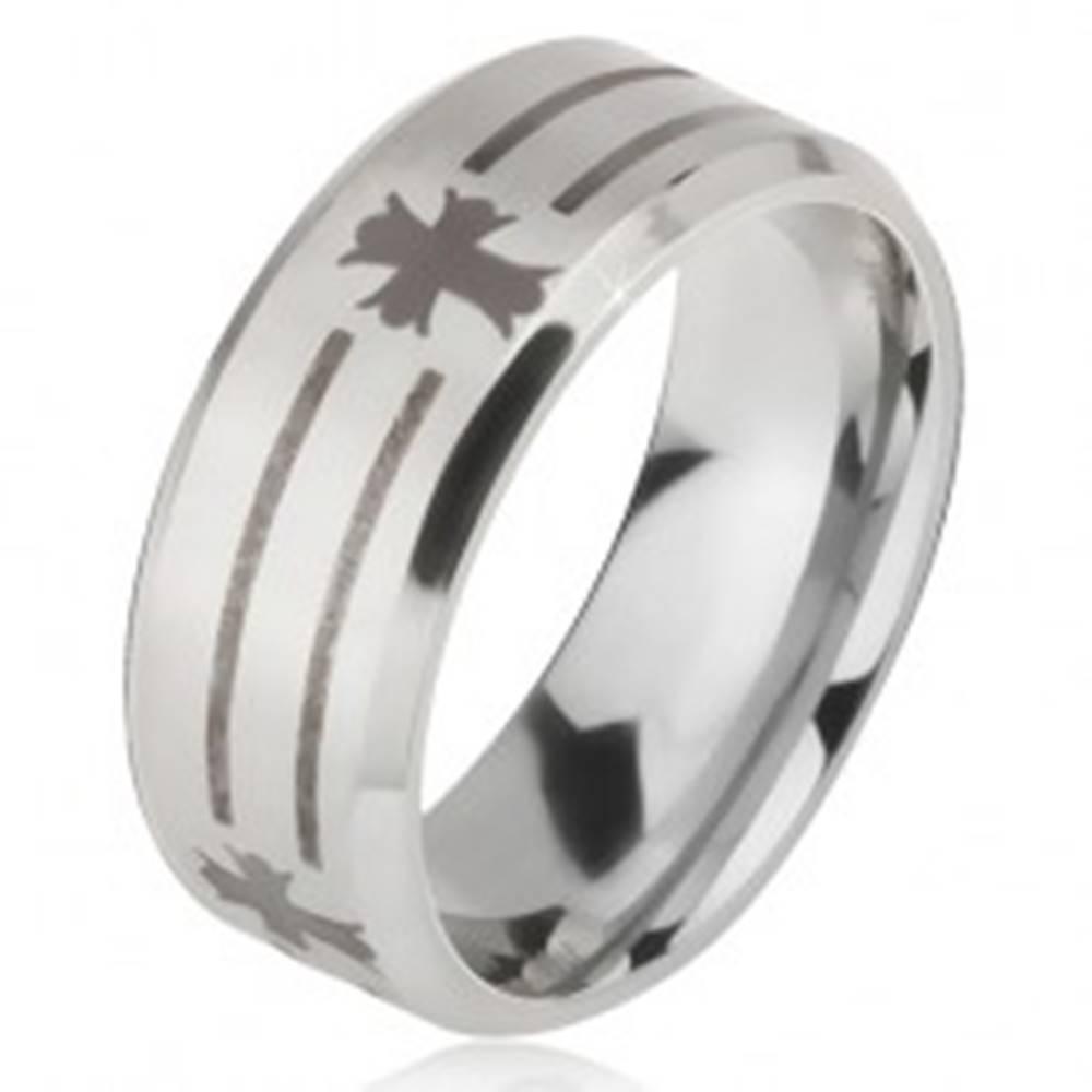 Šperky eshop Matný oceľový prsteň - obrúčka striebornej farby, potlač pásov a kríža - Veľkosť: 52 mm
