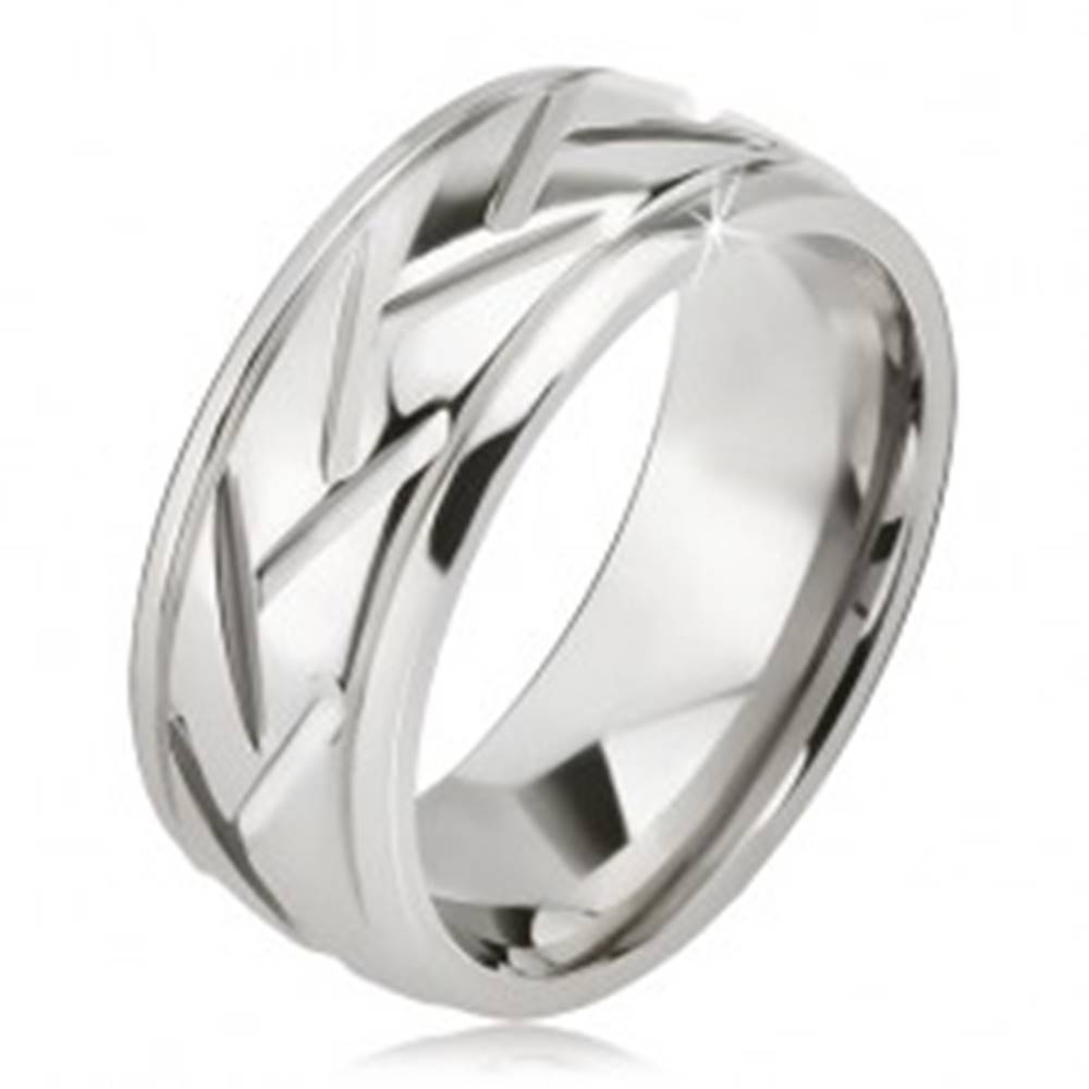 Šperky eshop Prsteň striebornej farby z ocele, šikmé línie a vodorovné zárezy - Veľkosť: 57 mm