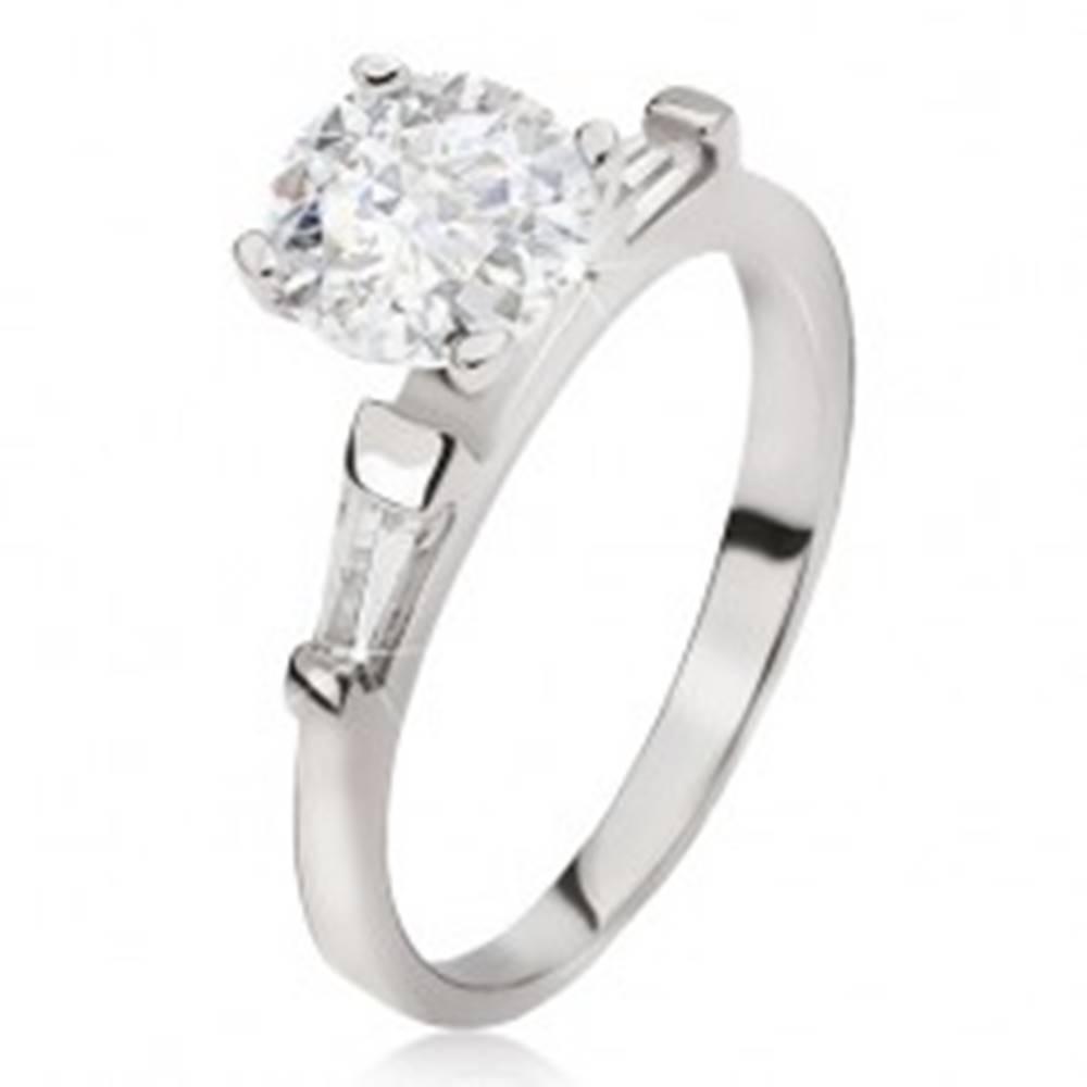Šperky eshop Strieborný prsteň 925 - veľký číry okrúhly zirkón, lichobežníkové kamienky - Veľkosť: 49 mm