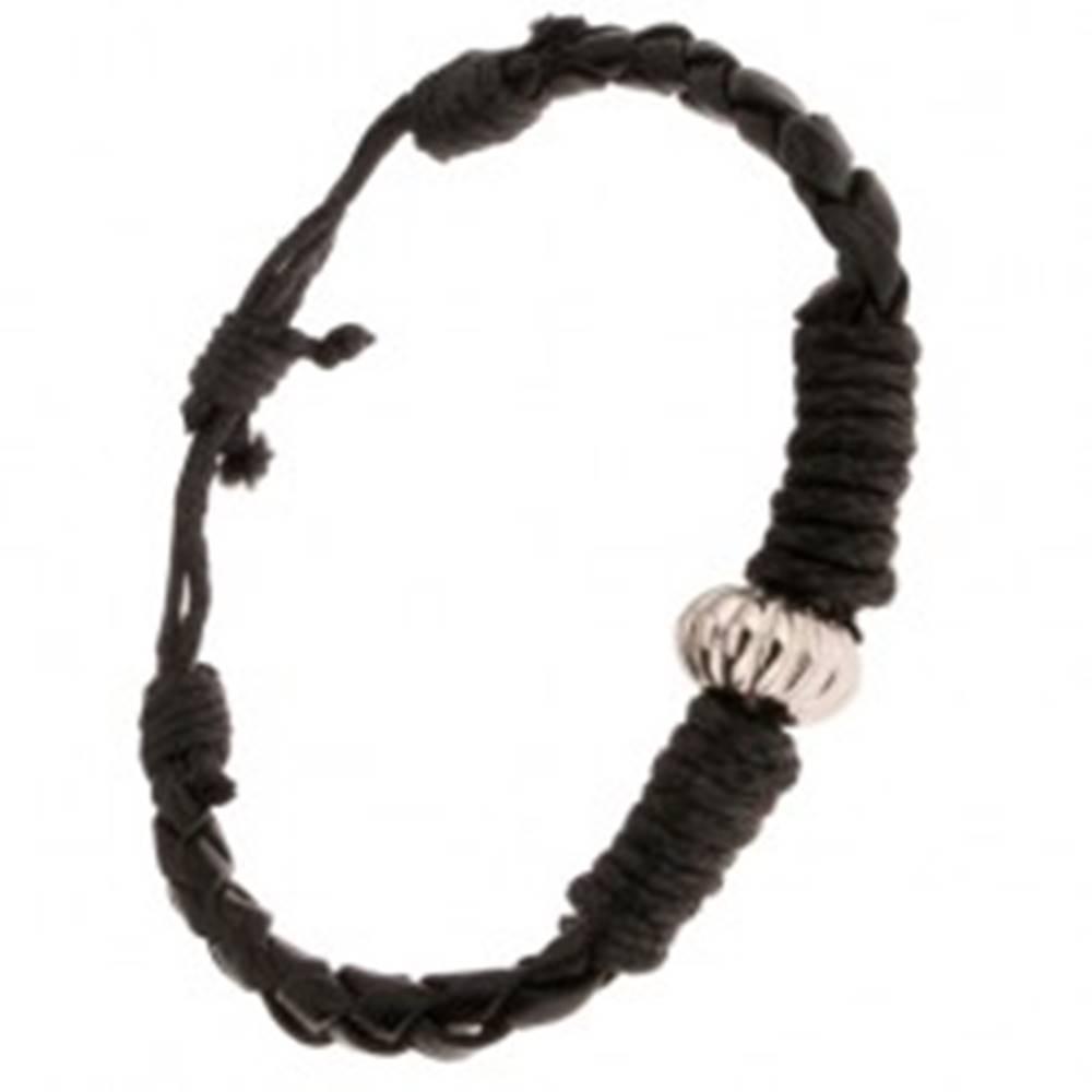 Šperky eshop Čierny pletený náramok ovinutý šnúrkou, ozdobná korálka