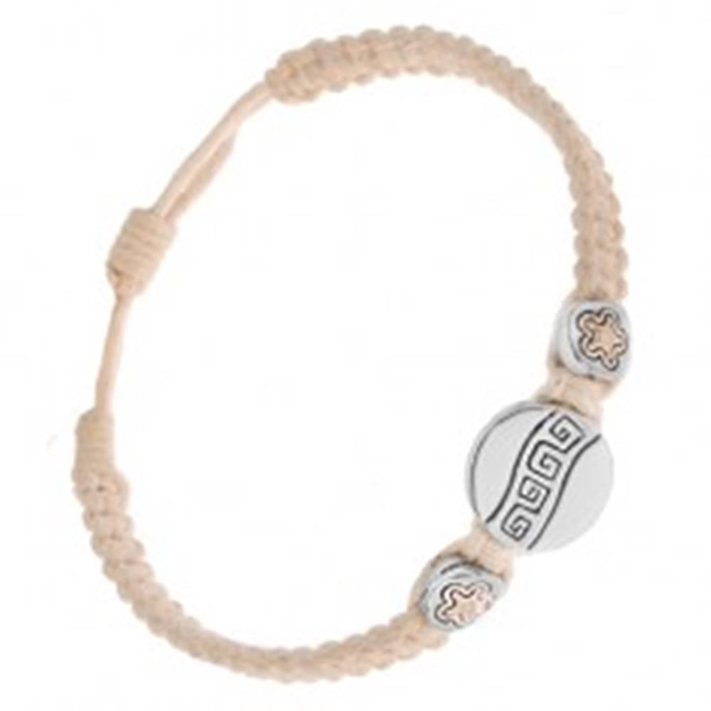 Šperky eshop Krémový šnúrkový náramok - tri okrúhle známky, grécky kľúč, kvietky