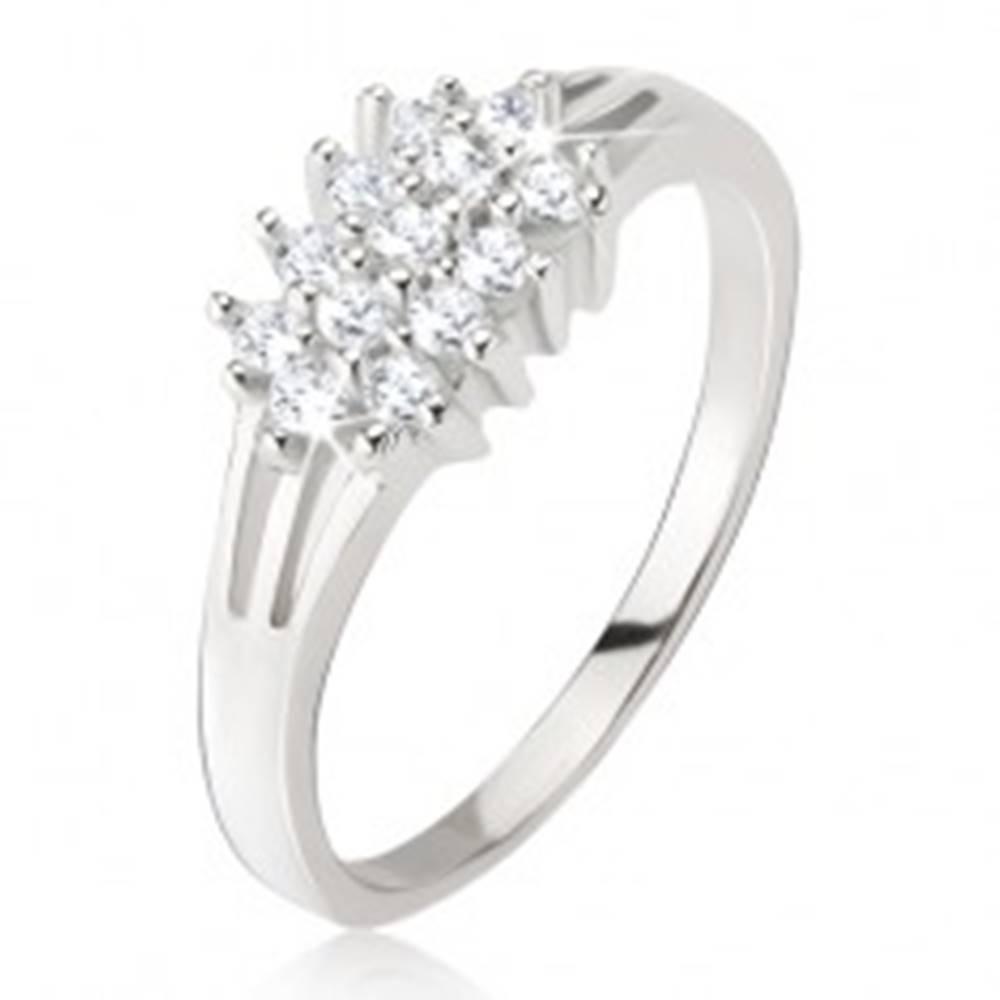 Šperky eshop Prsteň - roztrojené ramená, okrúhle číre kamienky, zo striebra 925 - Veľkosť: 48 mm