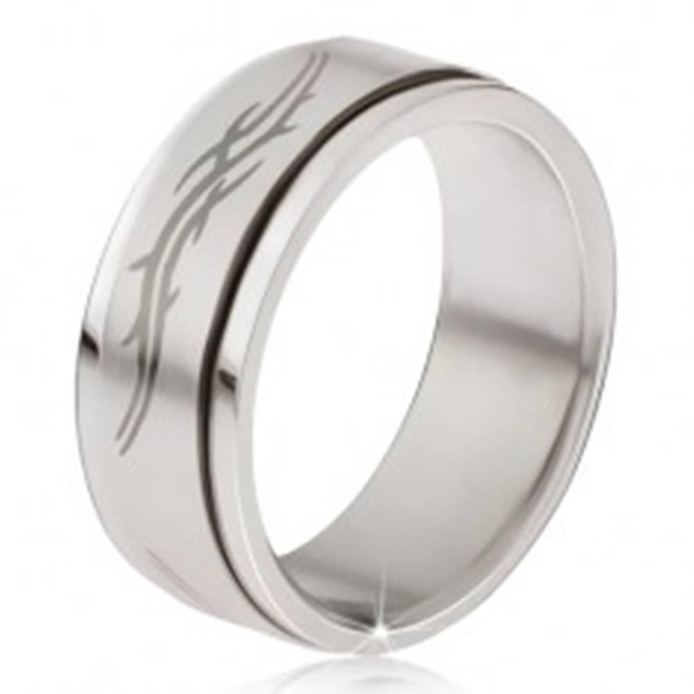 Šperky eshop Prsteň z ocele - matná točiaca sa obruč, šedá potlač tribal motív  - Veľkosť: 57 mm