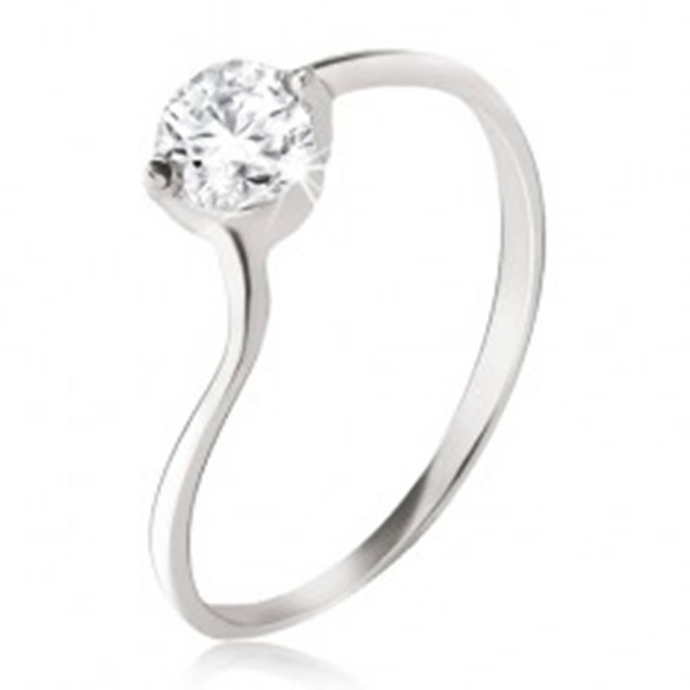 Šperky eshop Strieborný prsteň 925 - číry zirkón v kotlíku, jemne zvlnené ramená - Veľkosť: 49 mm