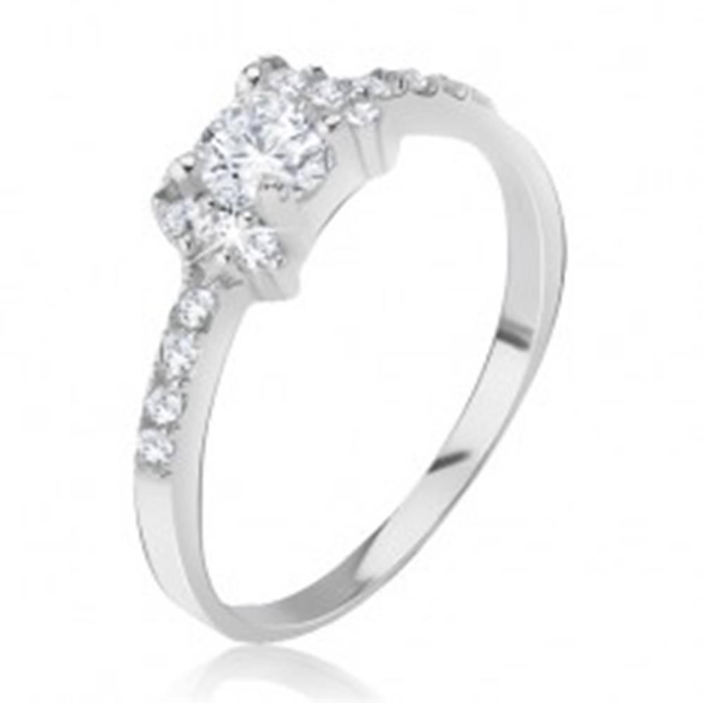 Šperky eshop Strieborný prsteň 925 - vykladaná mašlička, ligotavé číre zirkóny - Veľkosť: 47 mm