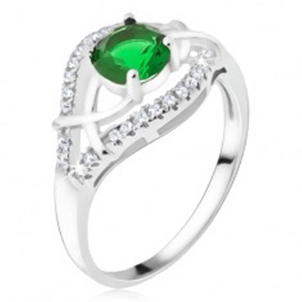 Šperky eshop Strieborný prsteň 925 - zelený okrúhly kamienok, zirkónové ramená - Veľkosť: 50 mm