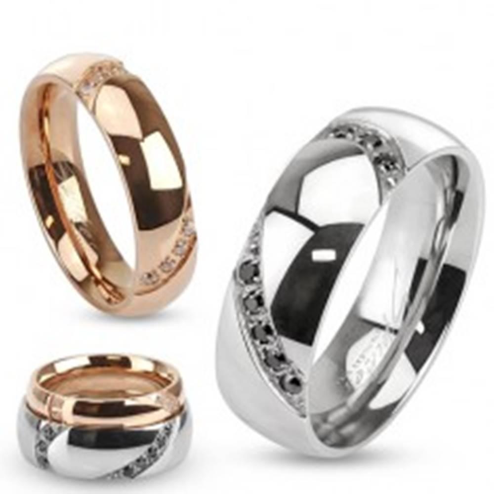 Šperky eshop Obrúčka z ocele, dve oblé ryhy so vsadenými kamienkami - Veľkosť: 49 mm