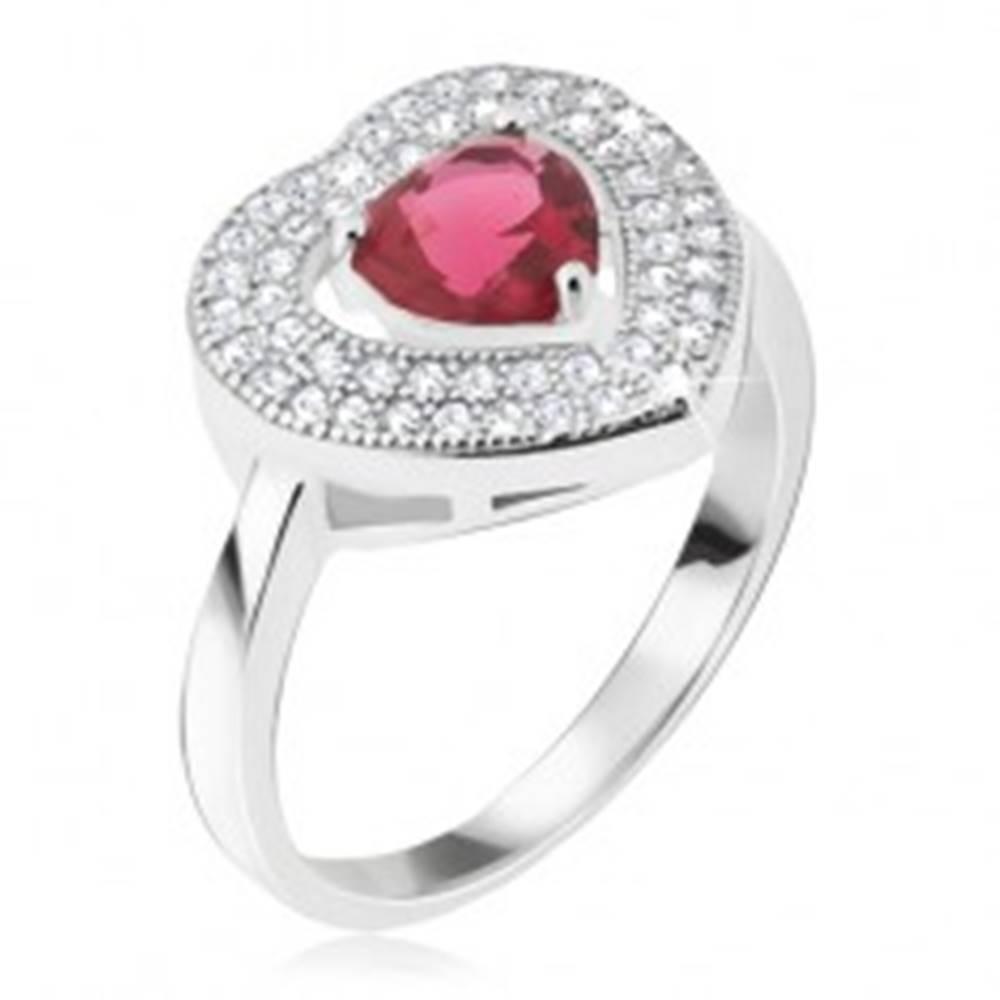 Šperky eshop Prsteň zo striebra 925 - červený srdiečkový kamienok, zirkónová kontúra - Veľkosť: 48 mm