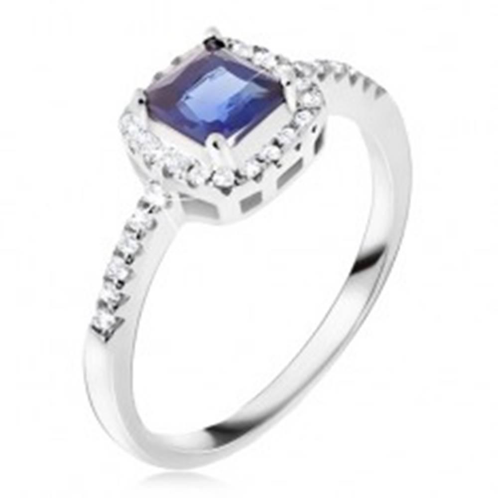 Šperky eshop Prsteň zo striebra 925, modrý štvorcový kamienok, zirkónový lem - Veľkosť: 49 mm