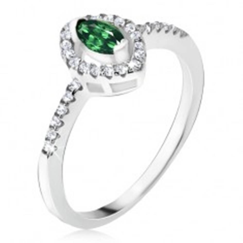 Šperky eshop Strieborný prsteň 925 - elipsovitý zelený kamienok, zirkónová kontúra - Veľkosť: 48 mm
