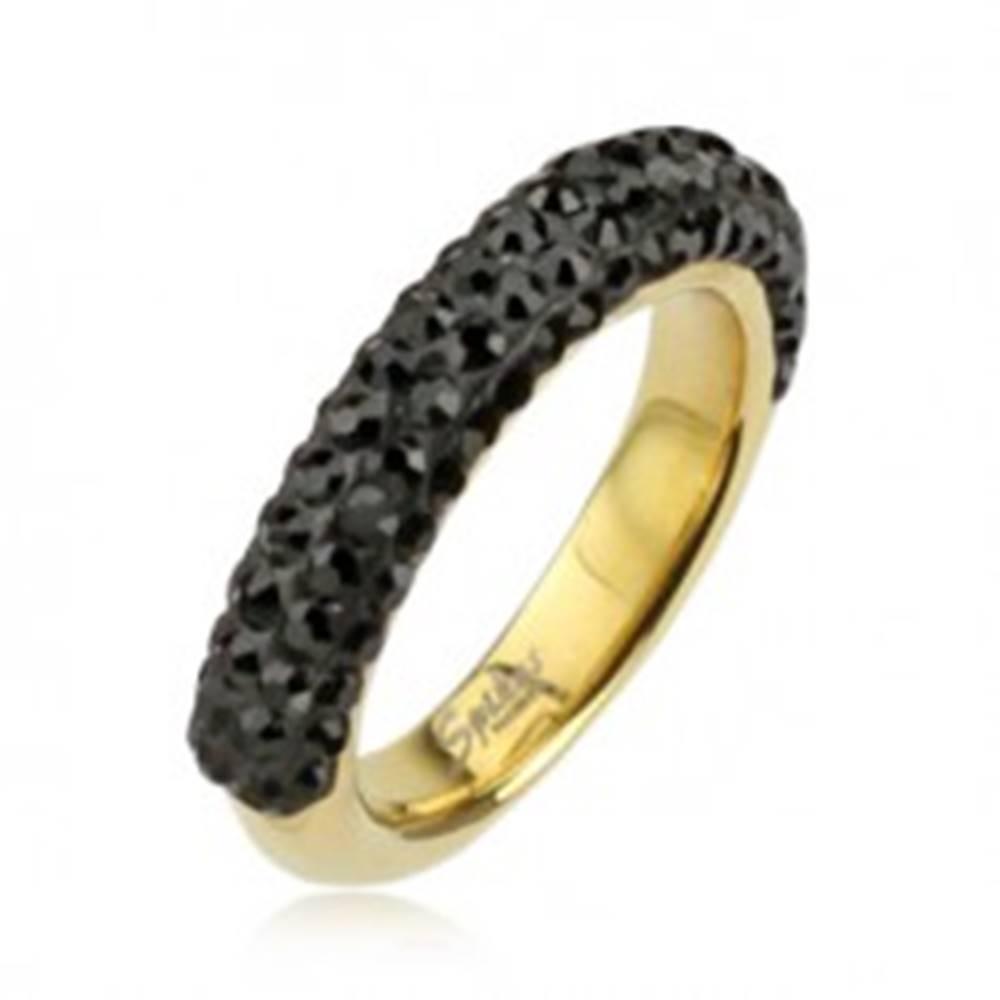 Šperky eshop Oceľový prsteň zlatej farby zdobený čiernymi zirkónmi - Veľkosť: 49 mm