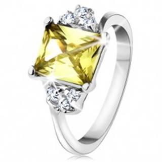 Prsteň v striebornom odtieni, obdĺžnikový zirkón v žltozelenej farbe - Veľkosť: 48 mm