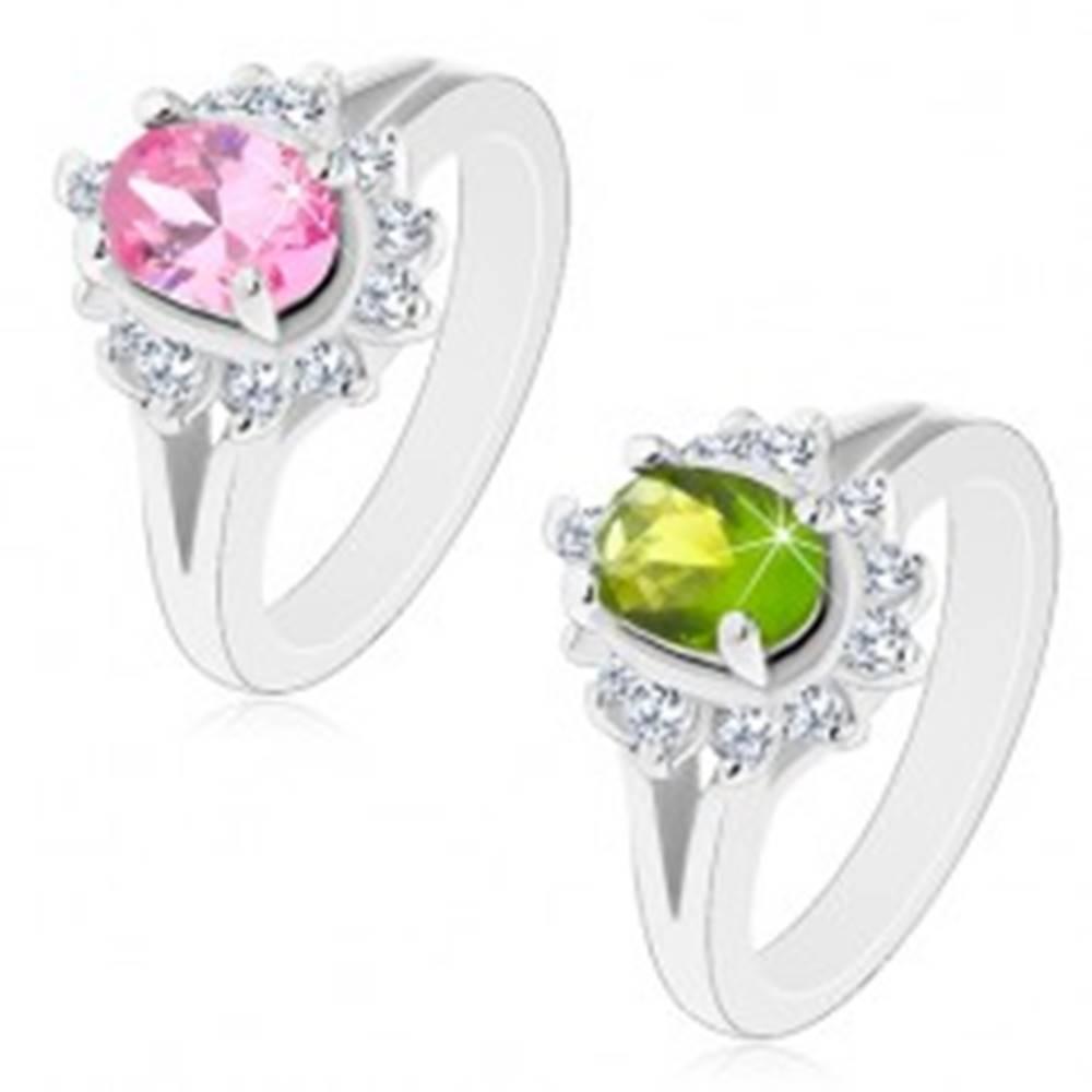 Šperky eshop Prsteň striebornej farby, rozdelené ramená, žiarivý kvietok s oválnym stredom - Veľkosť: 49 mm, Farba: Zelená