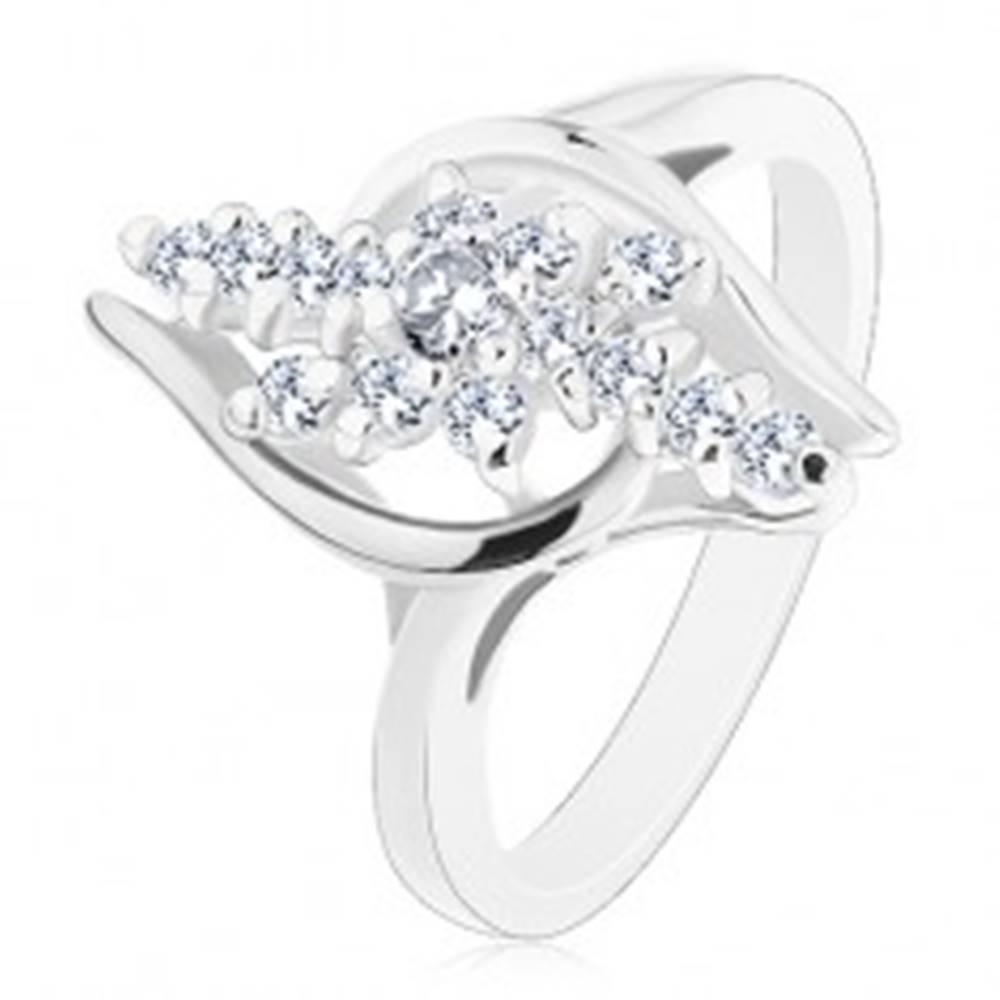 Šperky eshop Lesklý prsteň so zahnutými ramenami, číre zirkónové línie s kvietkom v strede - Veľkosť: 49 mm