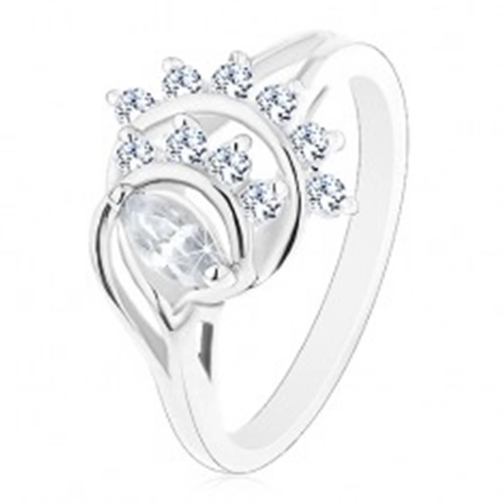 Šperky eshop Prsteň s lesklými rozdelenými ramenami, brúsené zrnko, oblúky z čírych zirkónov - Veľkosť: 49 mm
