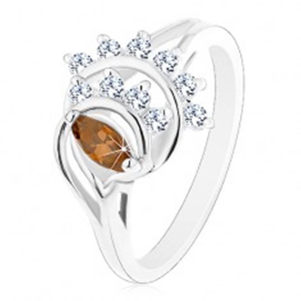 Šperky eshop Prsteň s lesklými rozdelenými ramenami, hnedé zrnko, oblúky z čírych zirkónov - Veľkosť: 52 mm