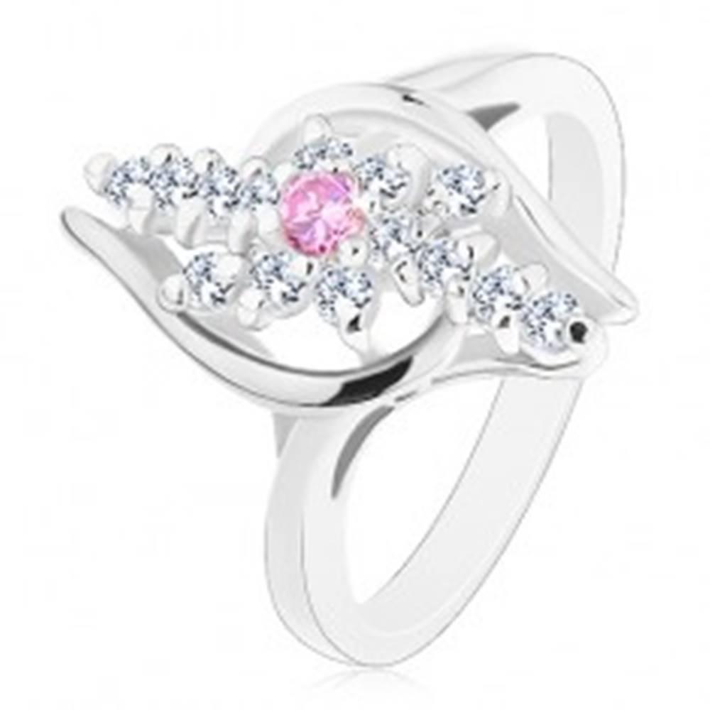 Šperky eshop Prsteň striebornej farby, číre zirkónové línie, ružový zirkónik v strede - Veľkosť: 54 mm