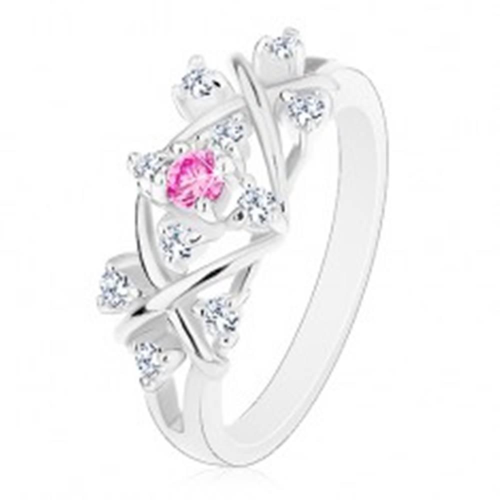 Šperky eshop Prsteň striebornej farby, lesklé prekrížené línie, zirkóny čírej a ružovej farby - Veľkosť: 56 mm