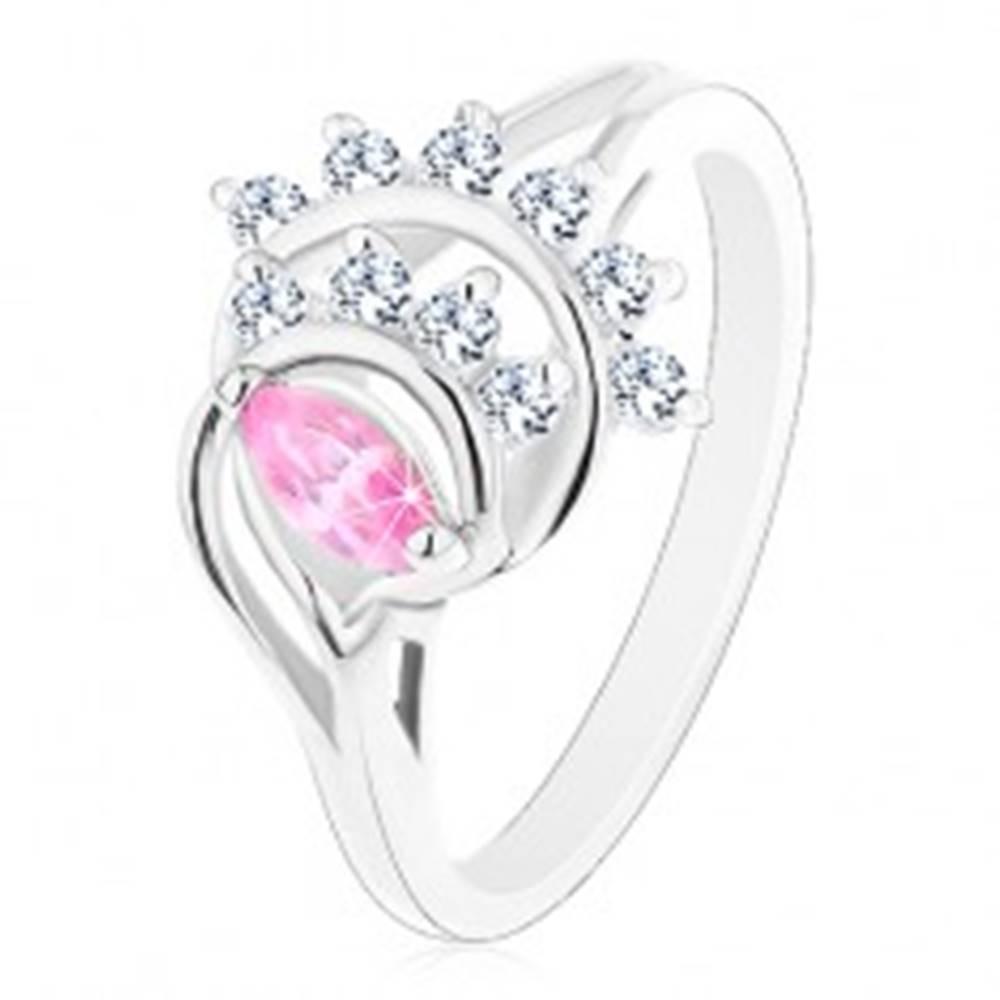 Šperky eshop Prsteň striebornej farby, ružové zrnko, oblúky z čírych zirkónov - Veľkosť: 50 mm