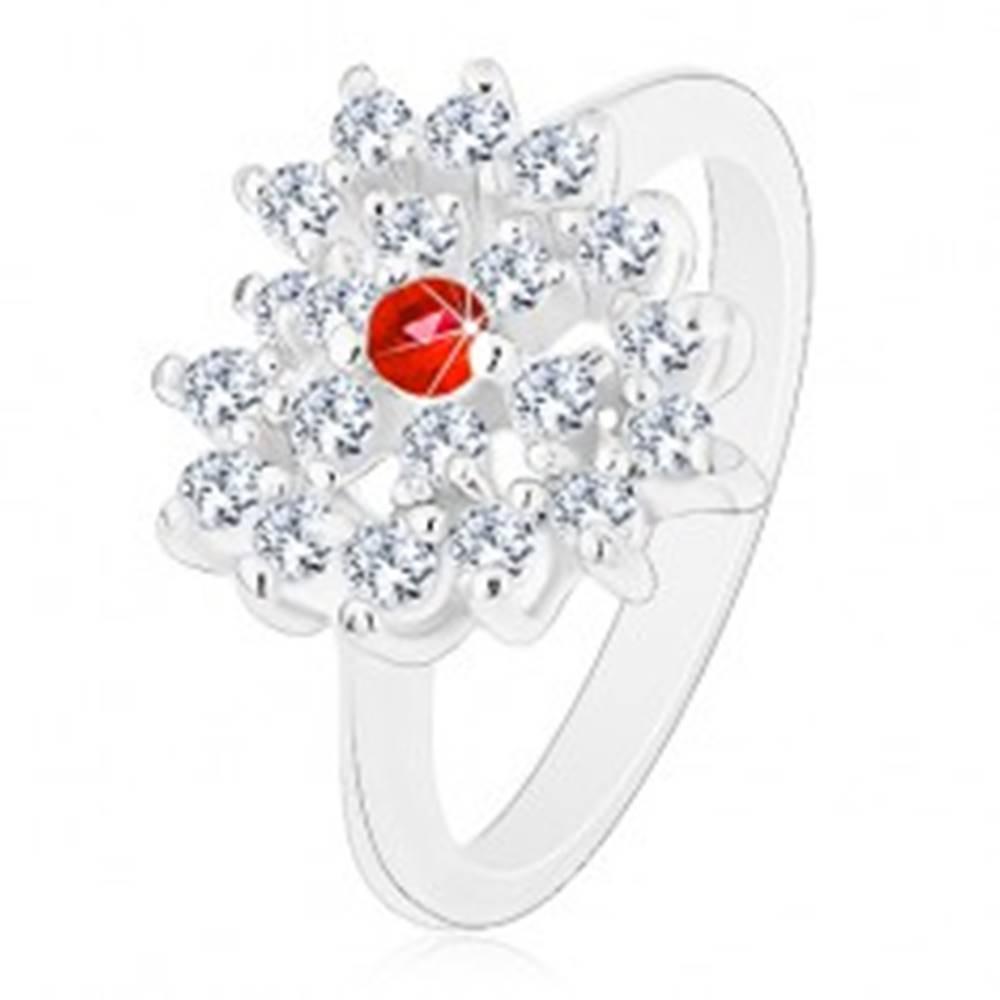 Šperky eshop Prsteň v striebornom odtieni, číre zirkónové srdce s červeným stredom - Veľkosť: 52 mm