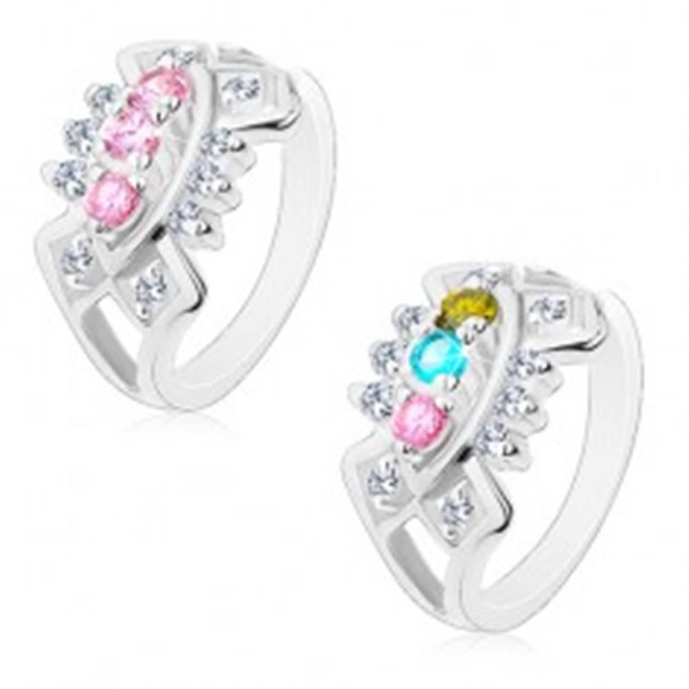 Šperky eshop Ligotavý prsteň s rozdelenými ramenami, výrezy so vsadenými zirkónmi - Veľkosť: 49 mm, Farba: Ružová