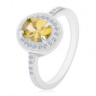 Ródiovaný prsteň, striebro 925, oválny svetlozelený zirkón, číry zirkónový lem - Veľkosť: 49 mm