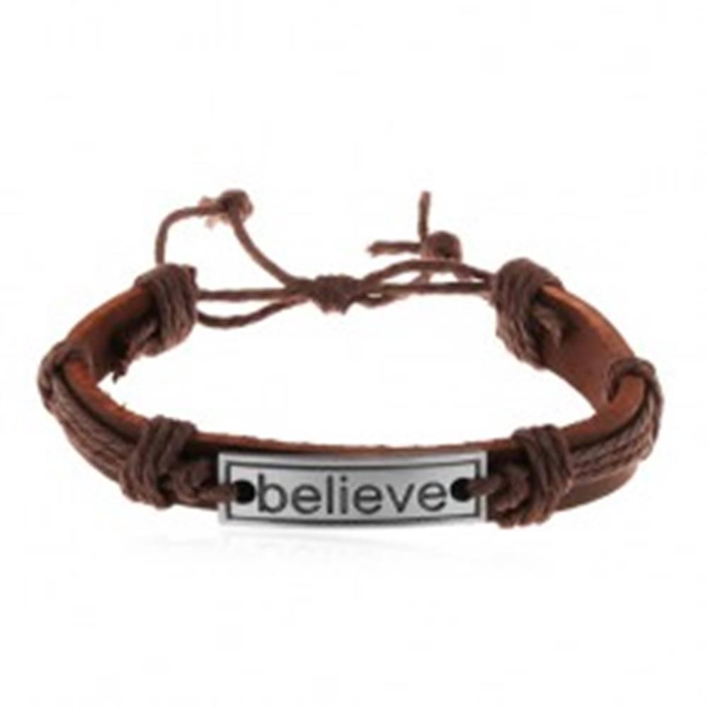 Šperky eshop Nastaviteľný náramok z hnedej umelej kože a šnúrok, oceľová známka - believe