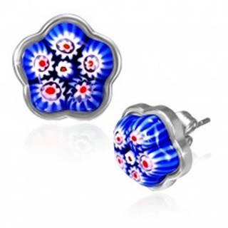 Oceľové náušnice - modrý sklenený kvet v podklade