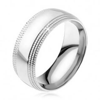 Oceľový prsteň, lesklý povrch, stupňovito zrezané ryhované kraje - Veľkosť: 57 mm