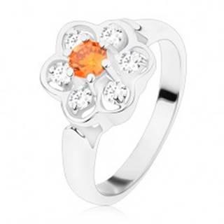 Prsteň v striebornom odtieni, ligotavý číry kvietok s oranžovým stredom - Veľkosť: 49 mm