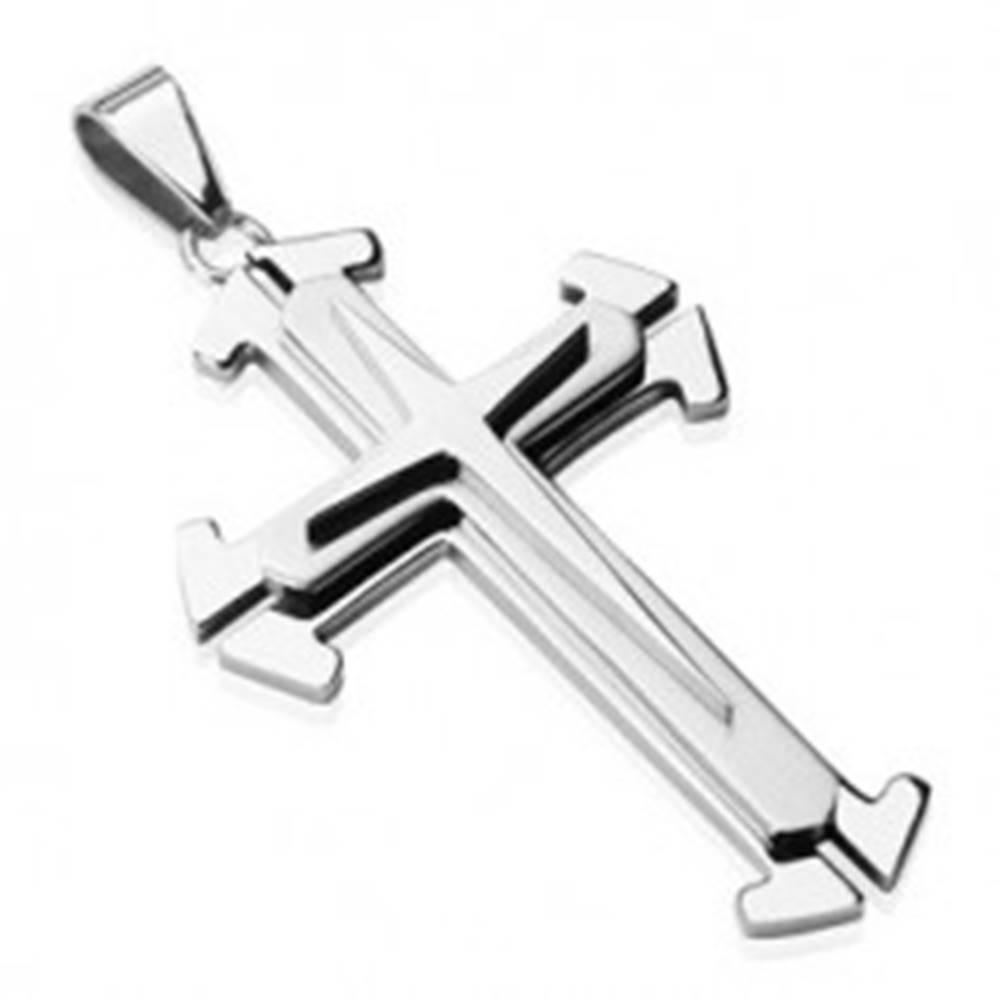 Šperky eshop Oceľový prívesok v striebornom odtieni - trojitý kríž