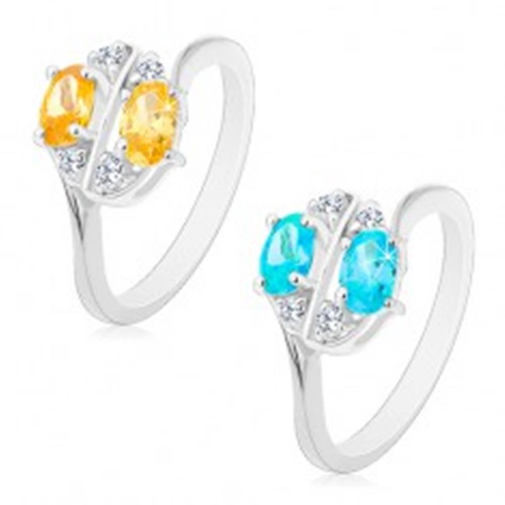 Šperky eshop Prsteň s lesklými ramenami zdobený farebnými zirkónovými oválmi a čírymi zirkónikmi - Veľkosť: 53 mm, Farba: Aqua modrá