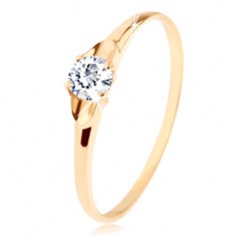 Šperky eshop Prsteň v žltom 14K zlate - číry ligotavý zirkón v oválnej priehlbinke - Veľkosť: 50 mm