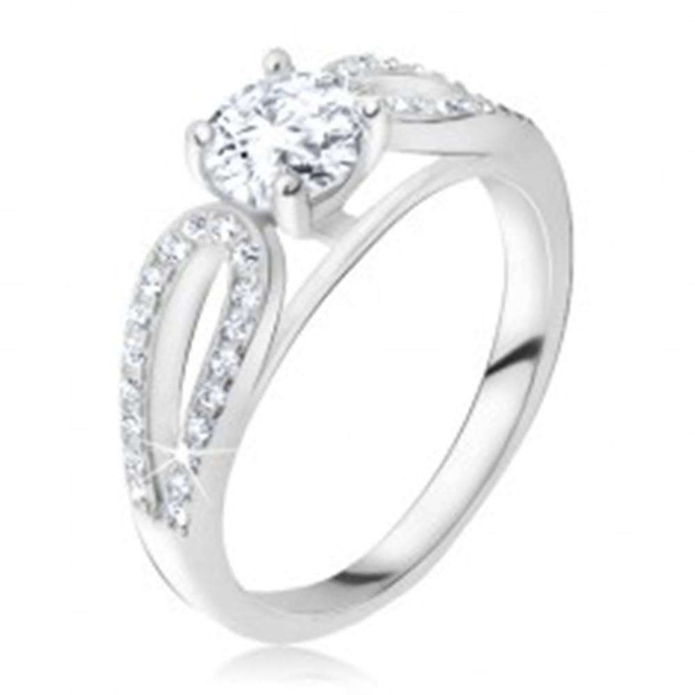 Šperky eshop Strieborný 925 prsteň, okrúhly kamienok medzi zirkónovými kvapkami - Veľkosť: 48 mm
