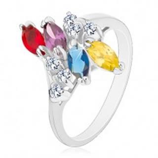 Prsteň s lesklými ramenami striebornej farby, farebné zrnká a číre zirkóniky - Veľkosť: 54 mm