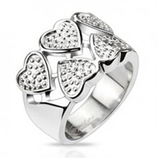 Prsteň z chirurgickej ocele - striedavé srdcia striebornej farby s bodkami - Veľkosť: 49 mm