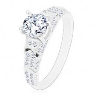 Strieborný 925 prsteň,  okrúhly zirkón čírej farby, trblietavé ramená, oblúčiky - Veľkosť: 50 mm