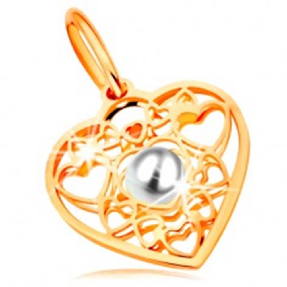 Šperky eshop Prívesok v žltom zlate 585 - srdce zdobené obrysmi srdiečok a bielou perlou v strede