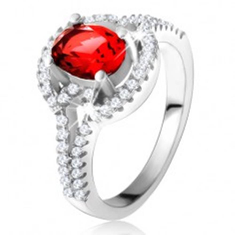 Šperky eshop Prsteň s červeným oválnym zirkónom, rozdvojené zaoblené ramená, striebro 925 - Veľkosť: 50 mm