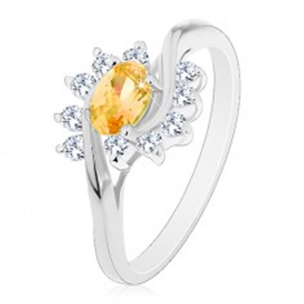 Šperky eshop Prsteň v striebornom odtieni, žltý zirkónový ovál, číre oblúky - Veľkosť: 56 mm