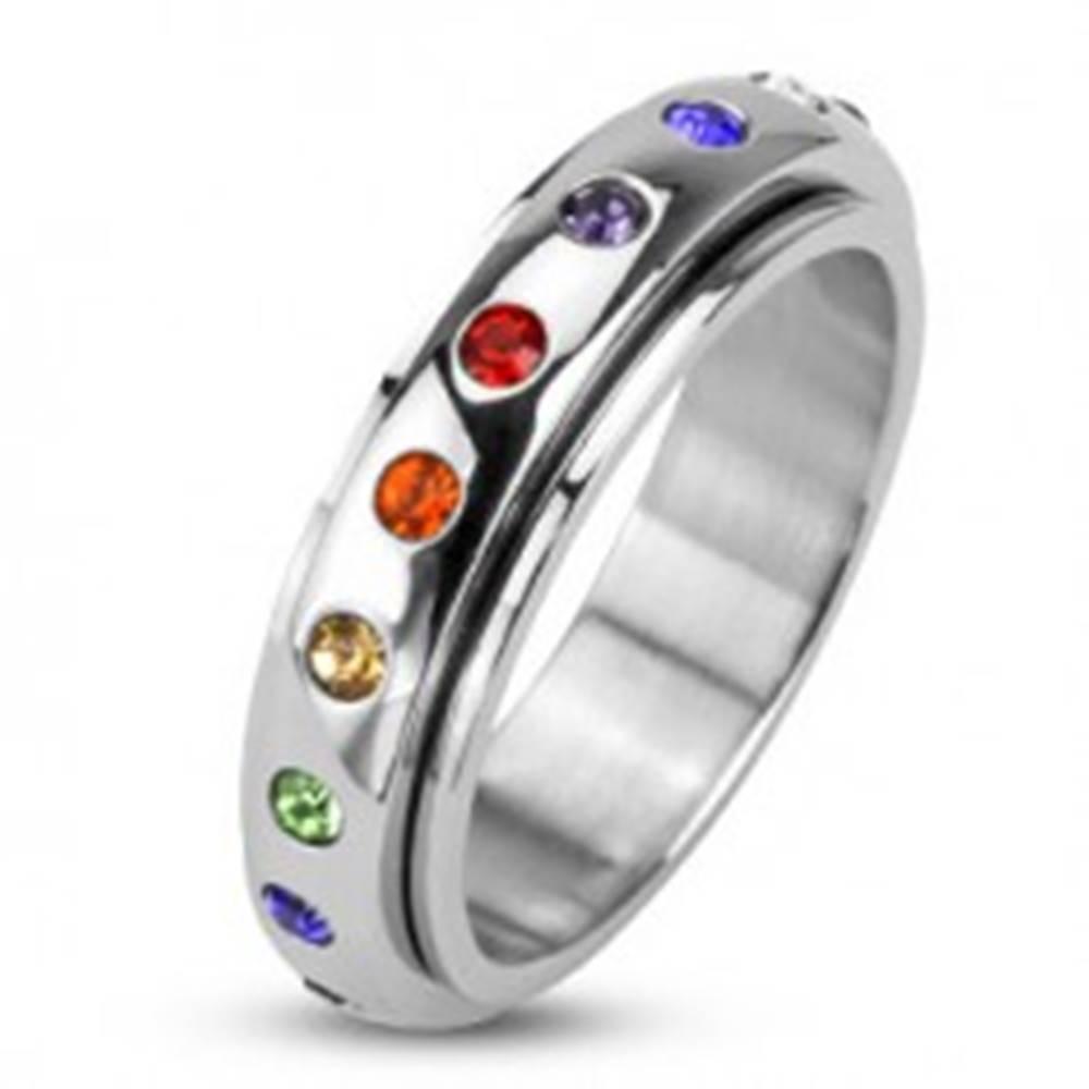 Šperky eshop Prsteň z chirurgickej ocele - točiaca sa obruč s farebnými zirkónmi - Veľkosť: 48 mm