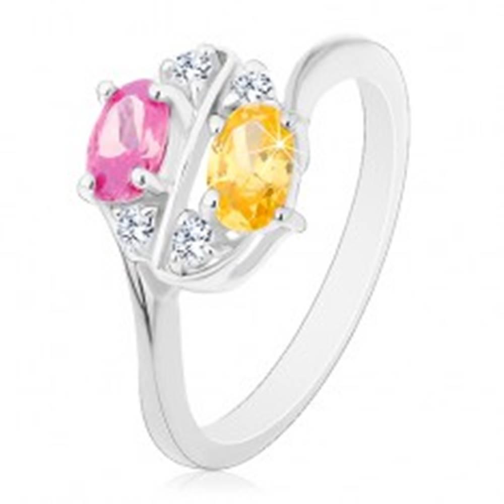 Šperky eshop Prsteň zdobený farebnými zirkónovými oválmi a čírymi zirkónikmi - Veľkosť: 58 mm