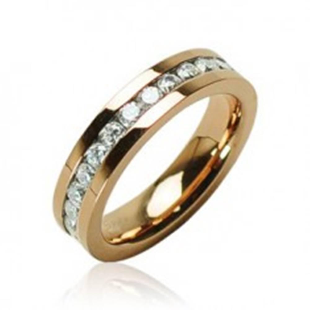 Šperky eshop Prsteň zlatej farby z chirurgickej ocele so zirkónmi po obvode - Veľkosť: 49 mm