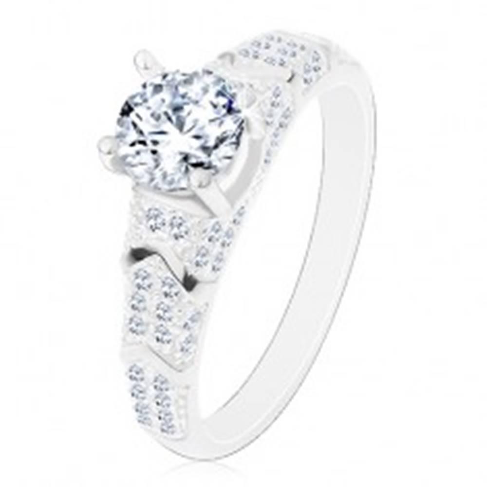 Šperky eshop Strieborný 925 prsteň,  okrúhly zirkón čírej farby, trblietavé ramená, oblúčiky - Veľkosť: 50 mm