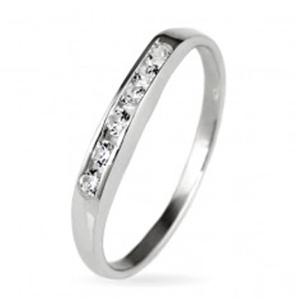 Šperky eshop Strieborný prsteň 925 - trblietavá zirkónová línia - Veľkosť: 50 mm